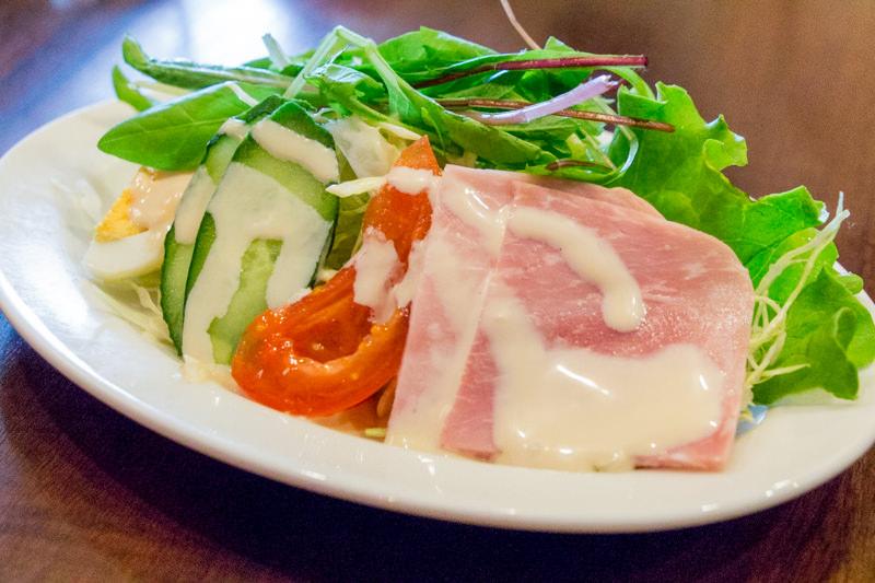 星乃珈琲の「たっぷり野菜とハムサラダ」